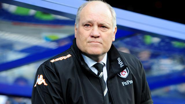 Football - Jol happy at Fulham, confirms close to new signing