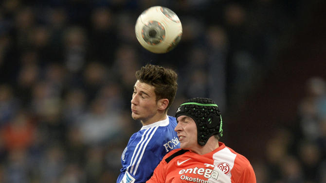 Schalke's Leon Goretzka, left, and Mainz's Christoph Moritz challenge for the ball during the German Bundesliga soccer match between FC Schalke 04 and FSV Mainz 05 in Gelsenkirchen,  Germany, Friday, Feb. 21, 2014
