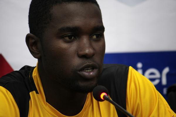 LAHORE, May 22, 2015 (Xinhua) -- Zimbabwean cricket team captain Elton Chigumbura speaks during a press conference at the Gaddafi Cricket Stadium in eastern Pakistan's Lahore, May 21, 2015. Pakist