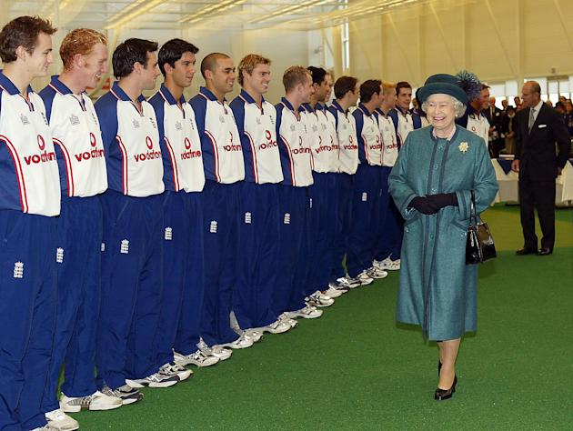 The Queen greets cricketers