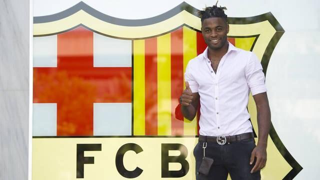 Spanish Liga - Song completes Barcelona move