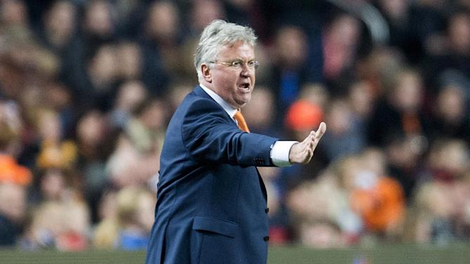 Football - Guus Hiddink quits as Netherlands coach