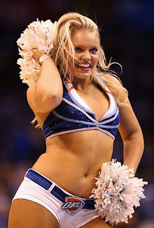 "Cheerleader Kelsey Williams Criticized By Female Sports Blogger for Being ""Too Chunky"": Report"
