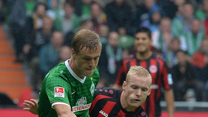 Bremen's Felix Kroos, left,  and Frankfurts Sebastian Rode vie for the ball during the German Bundesliga  soccer match between Werder Bremen and Eintracht Frankfurt in Bremen, Germany,  Saturday Sept. 14,  2013