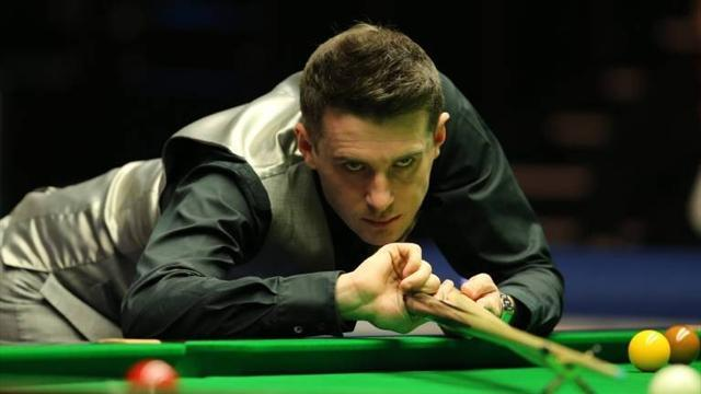 Snooker - Selby has upper hand over Hawkins