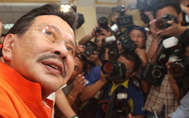 Former President Joseph Estrada greets media, as he files his certificate of candidacy for Manila mayor at the Commission on Elections office in Arroceros Street Oct. 2. (Mike Alquinto, NPPA Images)