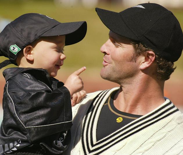 New Zealand all-rounder Chris Cairns (R)