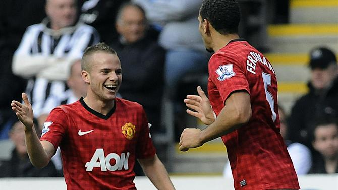 Premier League - Cleverley to stay at United after wage demands put off Villa