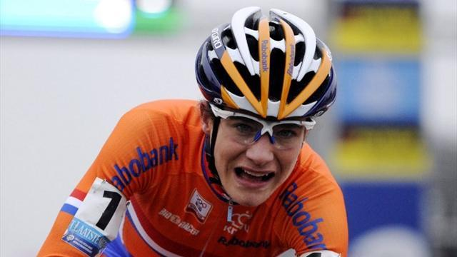 Cycling - Vos attacks late to retain road race title