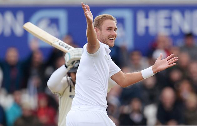 CRIC: England's Stuart Broad succesfully appeals for the wicket of New Zealand's Ross Taylor