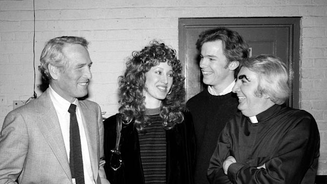 "FILE - In this March 3, 1982 file photo, actor Paul Newman, left, and his daughter Susan visit backstage at the Booth Theater to chat with actors Michael O'Keefe, second from right, and Milo O'Shea, far right, who appear in the play ""Mass Appeal,"" in New York. Irish actor O'Shea, whose many roles on stage and screen included a friar in Franco Zeffirelli's ""Romeo and Juliet,"" an evil scientist in ""Barbarella"" and a Supreme Court justice on ""The West Wing,"" has died in New York City. He was 87. (AP Photo/Carlos Rene Perez, File)"