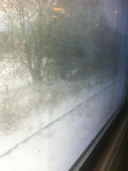 @MichaelVaughan — Michael Vaughan — Train has stopped due to snow............!!?!!!!!! pic.twitter.com/1miCrk7p