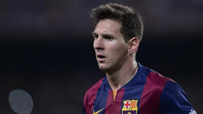 Liga - Barcelona rocked by Messi injury