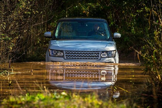 range rover hybrid photos