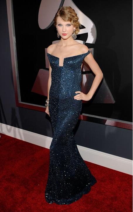 Taylor Swift was criticized slightly for this look, if only because it is a bit formal for the GRAMMYs, but I think it is ludicrous to not give props where props are due. Taylor was an absolute KNOCKO