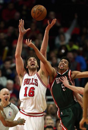 Bucks avoid elimination again, beat Bulls 94-88 in Game 5