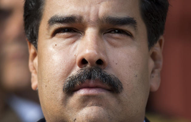 Businesses quietly switch to dollar in socialist Venezuela