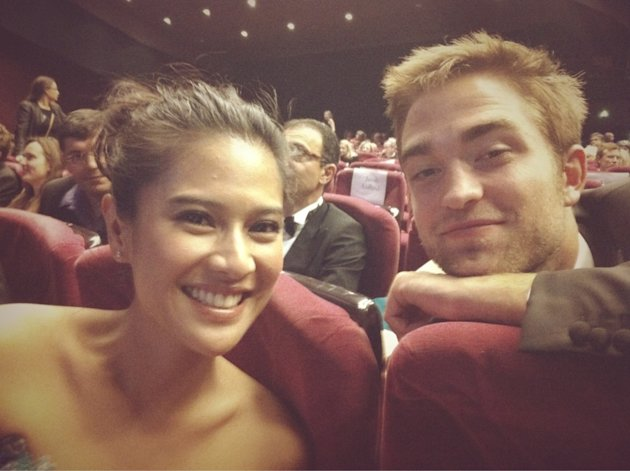 Dian Sastrowardoyo foto bareng Robert Pattinson (Foto: @therealDiSastr)
