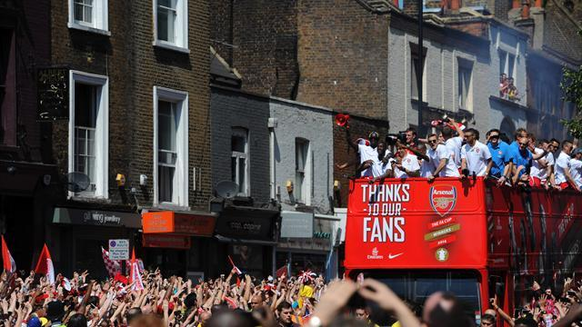 FA Cup - Arsenal fans greet cup heroes at victory parade
