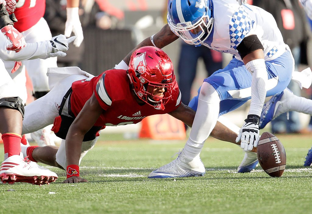 Louisville quarterback Lamar Jackson lost a fumble late against Kentucky and the Wildcats turned it into a game-winning field goal. (Getty)