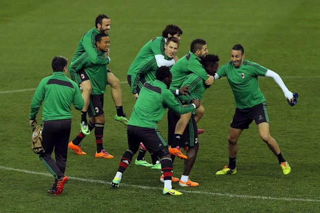 AC Milan's players exercise during a training session ahead of Tuesday's Champions League, round of 16, second leg, soccer match against Atletico Madrid at the Vicente Calderon stadium, in Mad