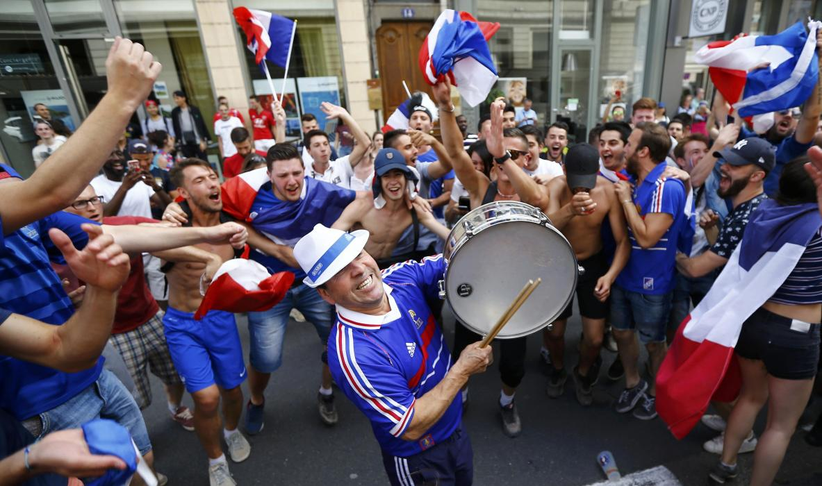 France fans celebrate win in Lyon - EURO 2016