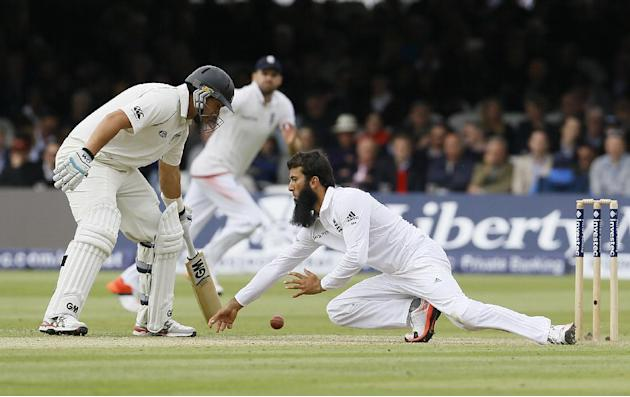 England's Moeen Ali fails to stop the ball during the second day of the first Test match between England and New Zealand at Lord's cricket ground in London, Friday, May 22, 2015. (AP Photo/Kir