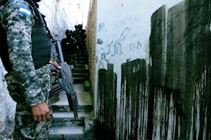 Honduran police commandos search for members of the…