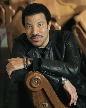 FILE - This Jan. 11, 2012 file photo shows singer-songwriter Lionel Richie in Nashville, Tenn. Richie and the late vocalist Etta James will be inducted into the Apollo Theater's hall of fame on June 4, 2012. (AP Photo/Mark Humphrey, File)
