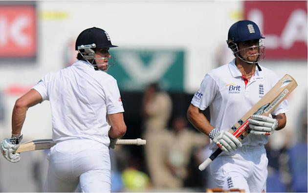 Nick Compton and Alastair cook take a run on Day 4 of the fourth cricket Test between India and England at the Jamtha Stadium in Nagpur,   Sunday, December 16, 2012. (c) BCCI