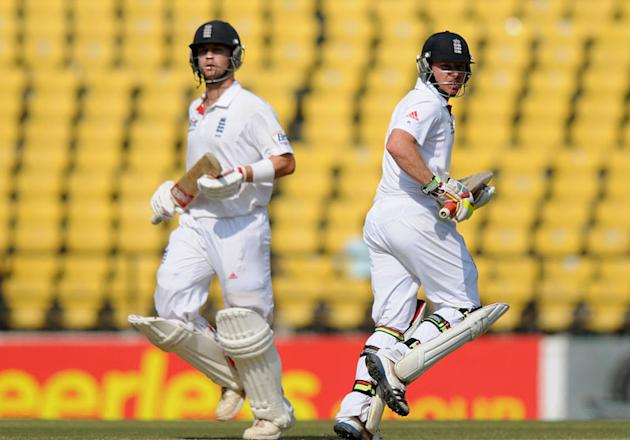 Jonathan Trott and Ian Bell take a run on Day 5 of the fourth Test between India and England at the Jamtha Stadium in Nagpur, Monday, December 17, 2012. (BCCI)
