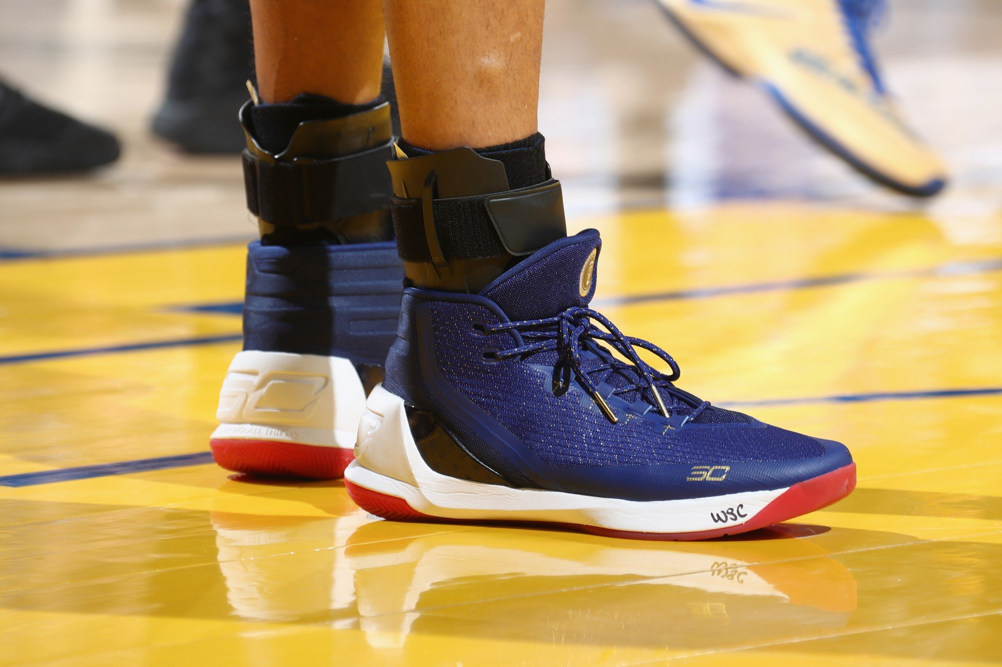 Stephen Curry paid tribute to President Barack Obama with his sneakers on Monday night. (Nathaniel S. Butler/NBAE/Getty Images)