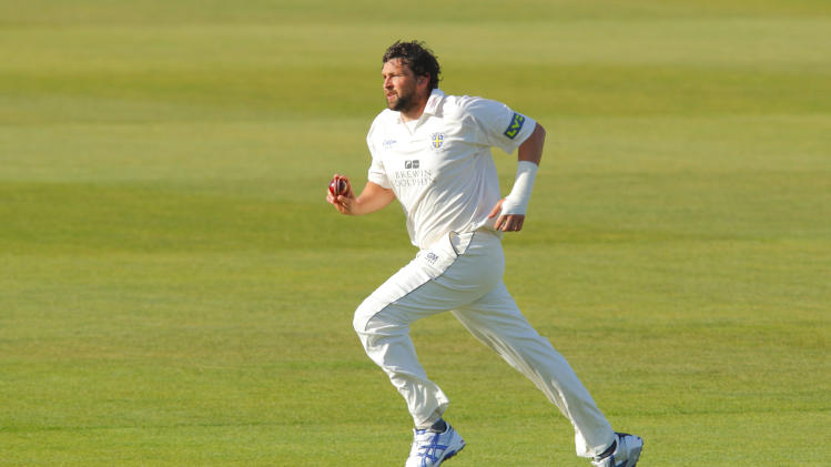 Steve Harmison says the seamers' ability to bowl reverse swing will help England's cause