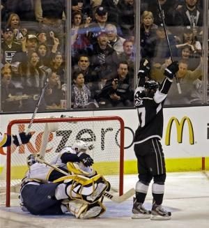 Kings beat Predators 5-1 with Carter's hat trick