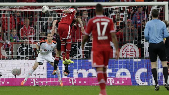 Bayern's Mario Mandzukic of Croatia scores his side's opening goal during the German first division Bundesliga soccer match between FC Bayern Munich and Bayer 04 Leverkusen, in Munich, southern Germany, Saturday, March 15, 2014