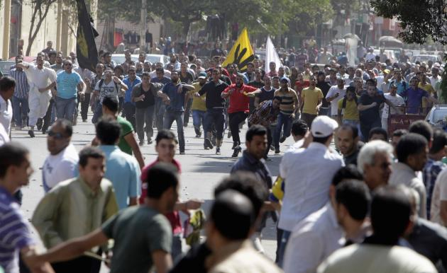 Supporters of deposed President Mohamed Mursi and the Muslim Brotherhood clash with anti-Mursi protesters during a march in Shubra street in Cairo October 4, 2013. Troops and police in Cairo boosted their presence at the site of a former Muslim Brotherhood protest camp on Friday as supporters of Mohamed Mursi, Egypt's deposed Islamist president, approached the area in defiance of a security crackdown, the state news agency reported. REUTERS/ Mohamed Abd El Ghany (EGYPT - Tags: POLITICS CIVIL UNREST)