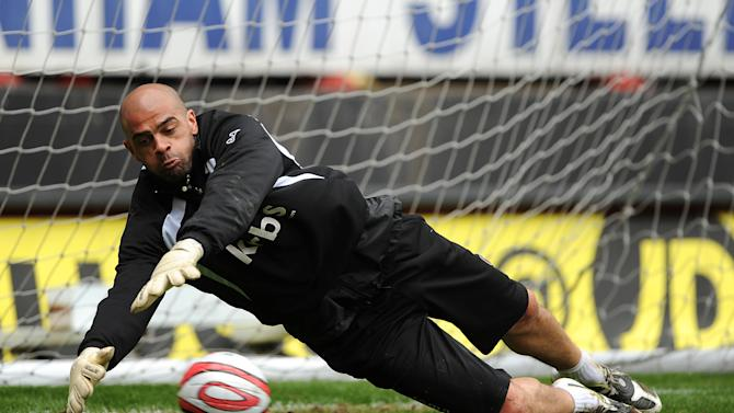Experienced goalkeeper Tony Warner is training with Crewe to improve his fitness