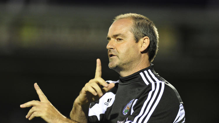 Petr Cech has hailed the managerial qualities of Steve Clarke, pictured
