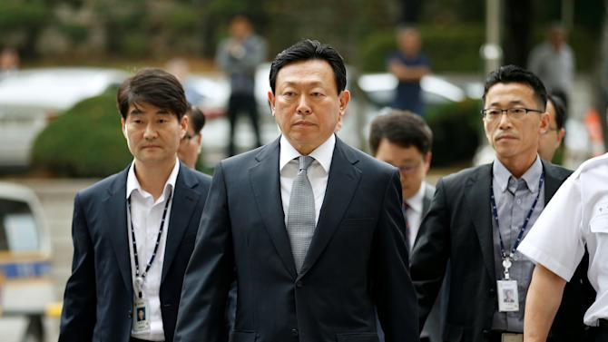 Lotte Group chairman Shin Dong-bin arrives at a court in Seoul