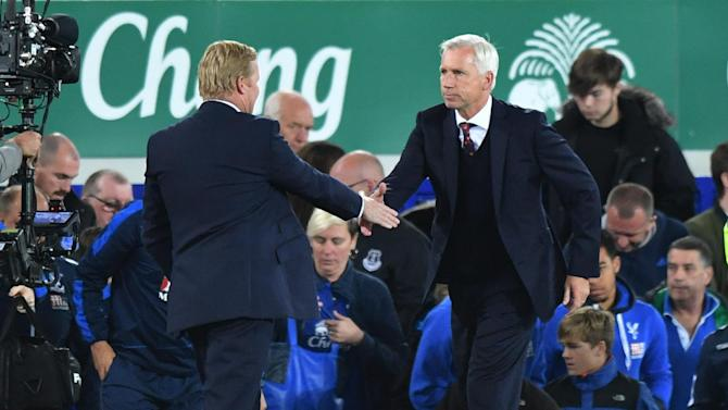 Everton manager Ronald Koeman and Crystal Palace manager Alan Pardew shake hands at ful time