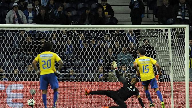 FC Porto's goalkeeper Helton Arruda fails to stop a penalty goal from Estoril's Evandro Goebel, right, both from Brazil, in a Portuguese League soccer match at the Dragao stadium, in Porto, Portugal, Sunday, Feb. 23, 2014. Evandro scored the only goal in Estoril 1-0 victory