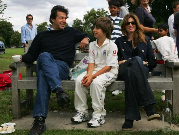 KINGSTON UPON THAMES, UNITED KINGDOM - JULY 14:  Imran Khan and Jemima Khan relax with their son Suleiman Khan at the HACAN Charity Cricket Match on Ham common on July 14, 2007 in Kingston upon Thames