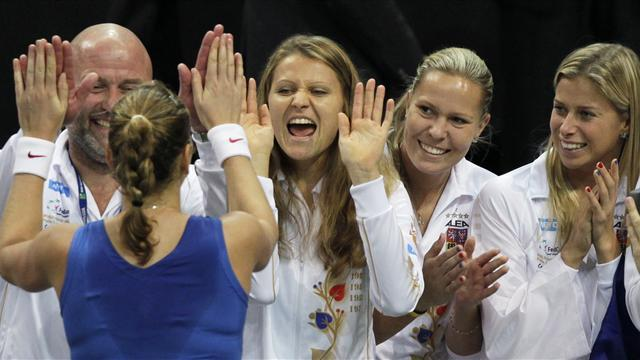 Fed Cup - Safarova and Kvitova put Czechs in charge