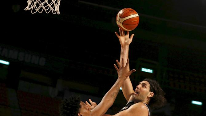 Argentina's Luis Scola goes for the basket against Cuba's Javier Justiz during their 2015 FIBA Americas Championship basketball game