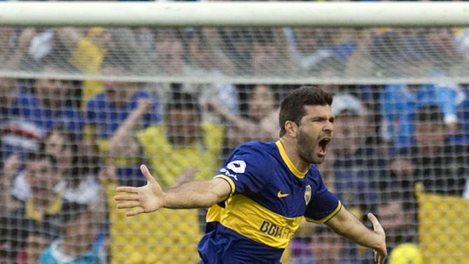 Boca Juniors' Emmanuel Gigliotti celebrates after scoring against Rosario Central during an Argentina league soccer match in Buenos Aires, Argentina, Sunday, Oct. 13, 2013