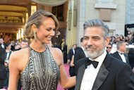 Actor George Clooney and Stacy Keibler arrive on the red carpet for the Oscars on February 24, 2013 in Hollywood, California