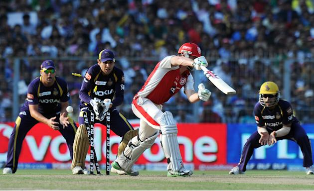 Kings XI Punjab batsman Shaun Marsh (2R)