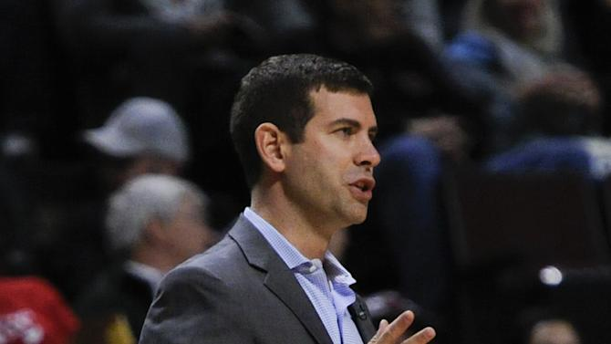 Boston Celtics head coach Brad Stevens directs the team during the first quarter of an NBA basketball game against the Chicago Bulls, Thursday, Oct. 27, 2016, in Chicago. (AP Photo/Matt Marton)