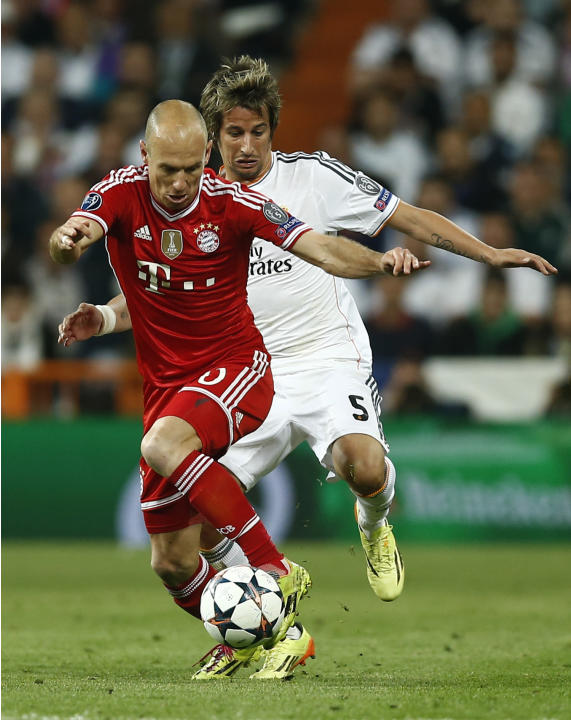 Bayern's Arjen Robben fights for the ball with Real's Fabio Coentrao during a first leg semifinal Champions League soccer match between Real Madrid and Bayern Munich at the Santiago Bernabeu s