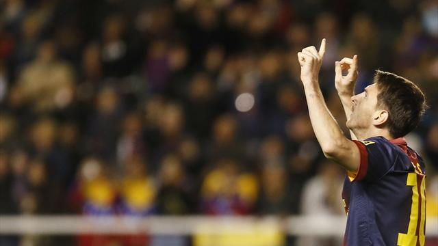 Liga - Messi tops 300 as Barcelona hammer Rayo